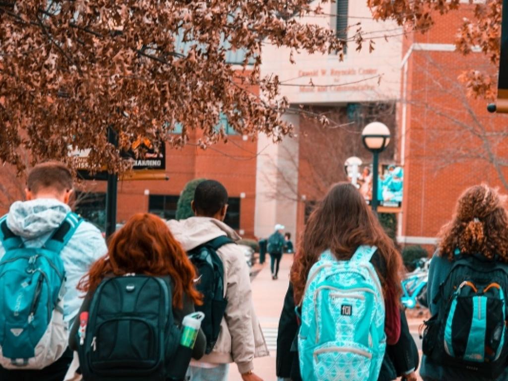 Ενημέρωση για τη διαδικασία αιτήσεων σε πανεπιστήμια του εξωτερικού
